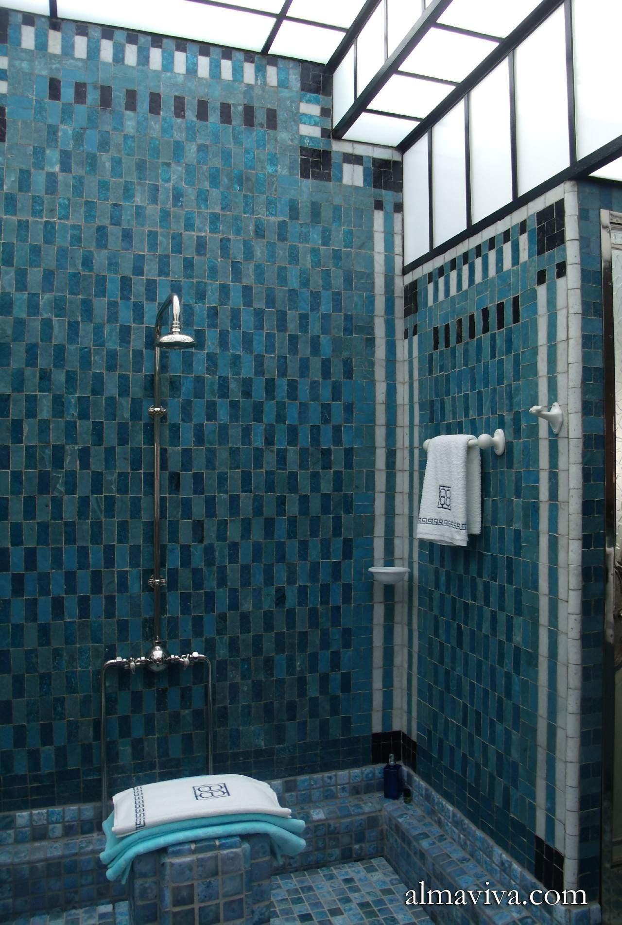 Excellent Carreaux Bleu Unis Salle De Bains Leihorra Art Dco With Art Et Decoration  Salle De Bain.