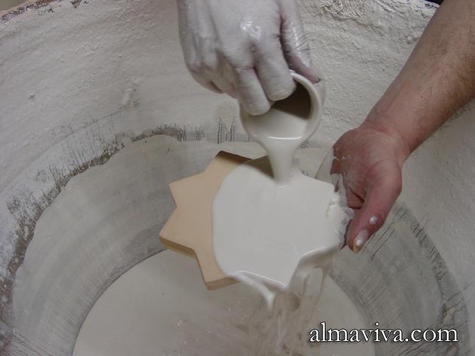 émaillage d'un carreau de céramique cuit