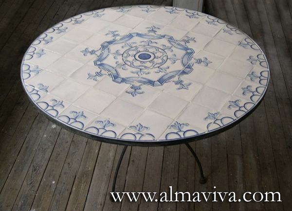 Ref. CD46 - Round Table. Tiles cut to measure. Spanish pattern of ironwork