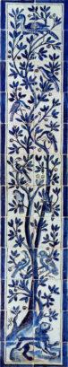 panneau d'azulejo portugais avec des oiseaux perchés dans un arbre
