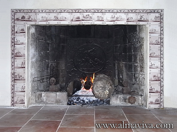 Ref. DC14 - Fireplace dressed in Delft tiles representing landscapes, manganese color