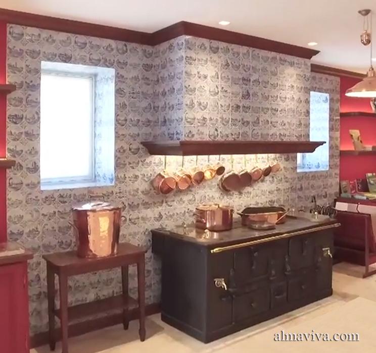 La Maison Caillebotte à Yerres : un grand chantier de restauration auquel l'Atelier Almaviva a participé en dessinant et fabriquant les carreaux de Delft de la cuisine